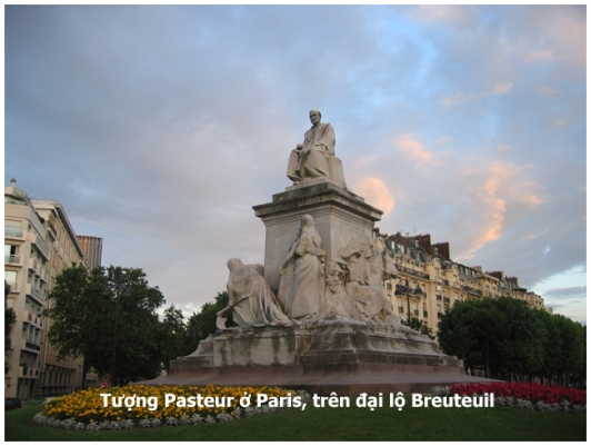 statue of Pasteur in Paris copy