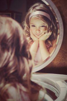 girl_mirror